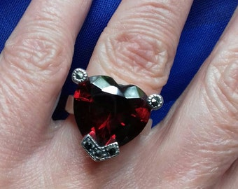 Gorgeous large ruby red crystal heart ring K 5 sterling silver