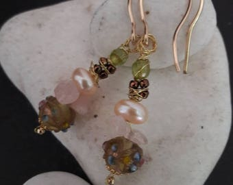 Goldfilled earrings with hand-made glass bead, freshwater pearl, Rose Quartz and peridot nr 39