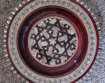 Vintage Egyptian Mahogany Wood Hand Made Wall Hanging Plate Inlaid Design With Mother of Pearl And Agate.