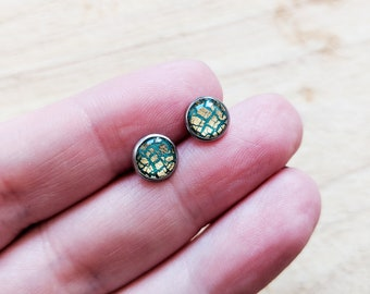 Emerald green gold stainless steel ear studs, green earrings, gold crackle earring, hypoallergenic studs, 316L steel ear studs, forest green
