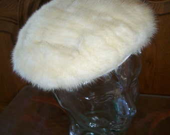 Vintage 1950's White Mink Fur Oval Saucer Tilt Hat/Cap/Beret. Marshall Fields & Co. Debutante Room. Old Hollywood Glamour.
