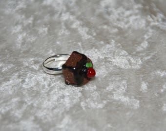 Child's ring with chocolate cake