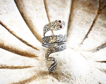 Serpent ring wirh garnet eyes