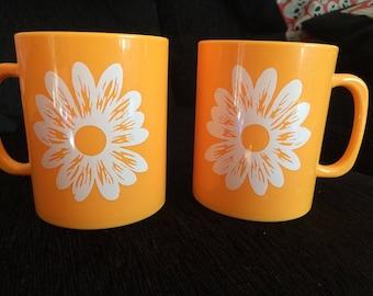 Pair of Per Alimenti Orange Plastic Mugs with White Daisy Design, Italy