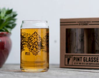 Pint Glass Set Pinecone design
