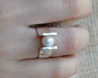Handmade sterling ring with a 7 mm freshwater pearl
