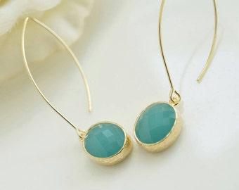 Mint Green Earrings. Green Oval Glass Long Dangle Earrings. Bridal Wedding Earrings. Nature inspired maid of honour bridesmaid earrings