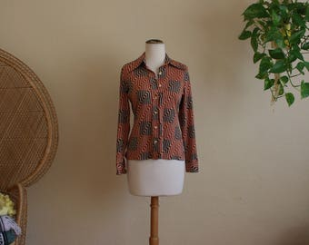 Vintage wide collar Womens button up top 70s
