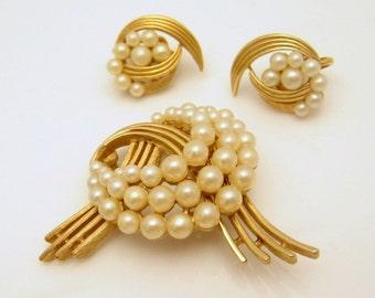 CROWN TRIFARI Vintage Brooch Pin Earrings Mid Century Faux Pearls Set Swirls Very Elegant