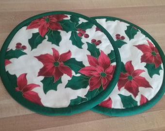 Christmas Floral Poinsettia Potholders, Pot Holders, Hot Pads, Mats, 8 inch, Round, Green and Red