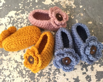 fall crochet flower shoes, Baby sizes 0-12 months , acrylic