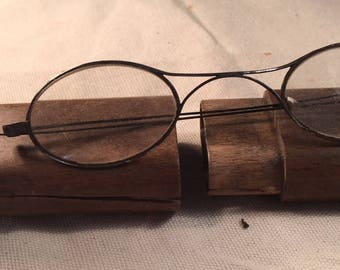 vintage reading glasses and timber case