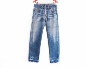 vintage levis denim / Levis 501 / high waist denim / 1980s distressed Levis 501 high waist boyfriend jeans 31