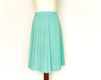 Vintage Seafoam Green Skirt / Pleated / High Waist / Knee Length / small medium