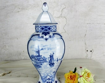 Small Vintage Delft Lidded Vase Urn Blue White Lovely Seaside Boats 12.99""