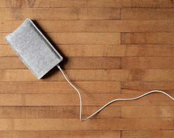 Simple iPhone Case - Grey Felt for iPhone X, iPhone 8, iPhone 8 Plus and iPhone SE - Made in the USA of 100% wool felt