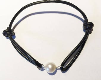 Leather and silver bracelet with an AAA fresh water Pearl