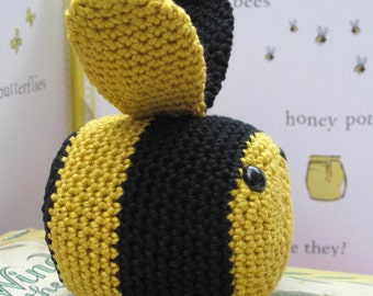 Bee Crochet Kit - Learn to crochet - Susie Bee paperweight - Crochet kit