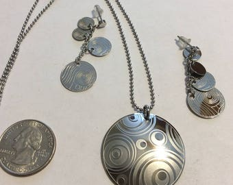 New old stock silver toned etched earrings and pendant set baen