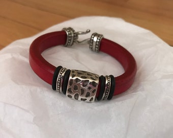 Regaliz licorice leather bracelet, black and red