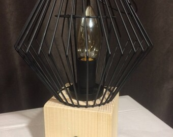 When the light escapes / lamp consisting of a candle in metal wire with a cube tree