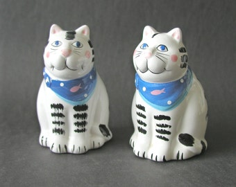 Collectible Coco Dowley Salt & Pepper Shakers Set Ceramic Cats
