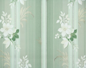 1930s Vintage Wallpaper by the Yard - White Flowers on Green Background with Silver and Gold Accents