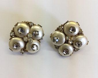 1950s Robert Earrings // Vintage 50s Rhinestone Pearl Clip On Earrings // Vintage Robert Goldtone Earrings