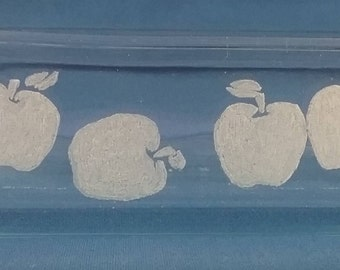 Glass Etched 2.2 Qt (2 L) Pyrex Baking Dish with Apples on the Front Side
