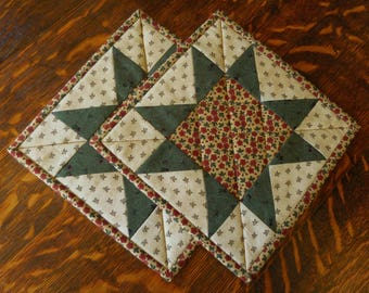 Quilted Pot Holders/Handmade Star pattern, fabric in green, beige and red  / Set of two