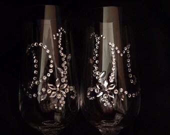 EXCLUSIVE toasting flutes, Swarovski INITIALS, Creative Wedding Flutes Decor, Personalized ceremony glasses, Refined taste champagne glasses