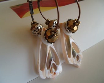 summer shell hoop earrings
