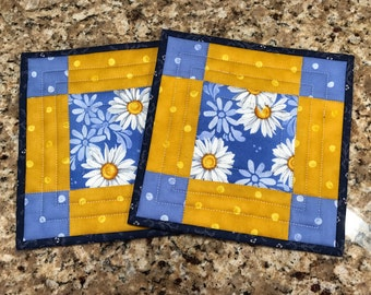 Quilted potholders, hot pads, Daisies, Quiltsy handmade, Item #164