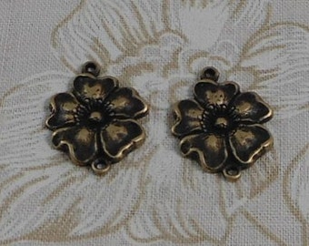 LuxeOrnaments Oxidized Brass Filigree Dogwood Flower Stamping 2 Loop Connector (1 pc) 19x14mm G-07039-B