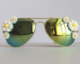 Marguerite White - White Sunflowers Reflective Embellished Sunglasses Mirrored Sunnies Shades Gold