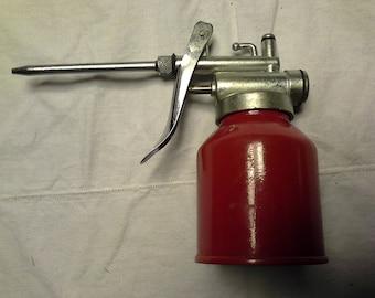 Vintage Engine Oiler Pump Can / Red