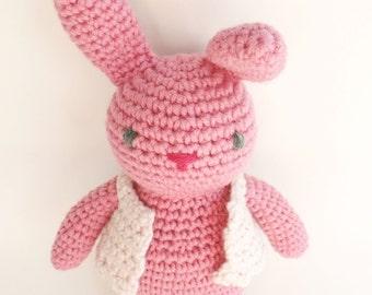 Little pretty crocheted pink rabbit - Petite doudou lapine crochetée - amigurumi