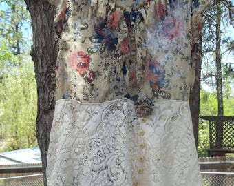 Country Boho Chic Romantic Print and Lace Size Large