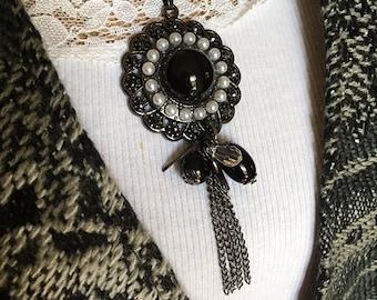 Vintage Black Cameo Necklace, Cameo, Large Black Necklace, Cameo Necklace, Long Chain Necklace, Gothic Necklace, Pearl Cameo Necklace