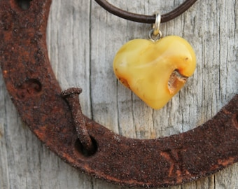 White Amber Heart Necklace Retro Hand Sculpted Pendant Yellow Orange Butterscotch Amber Charm Romantic Love Bride Natural Mother's day Gift