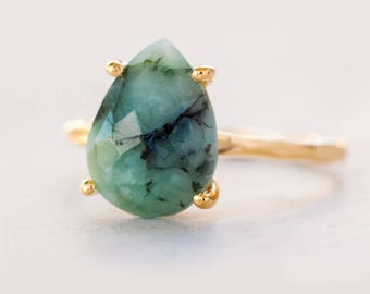 Green Raw Emerald Ring Gold, May Birthstone Ring, Raw Gemstone Ring, Solitaire Stone Ring, Stacking Ring, Tear Drop Ring, Gift for Her
