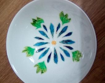 Decorative bowl. White ceramic, hand painted.