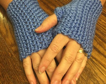 Crocheted Half Gloves in blue