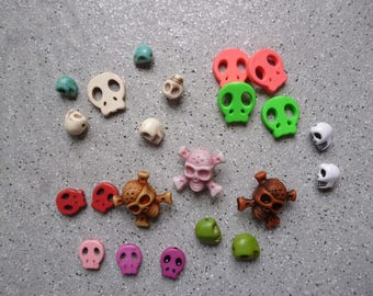 22 beads of resin color skulls