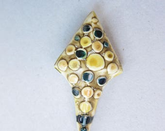 True Antique Attractive Plastic Victorian Hat Stick Pin
