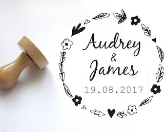 Tampon mariage personnalisé, champêtre motif floral, personnalisation réalisée sur-mesure, pour un faire-part unique, logo fleurs rond 5 cm