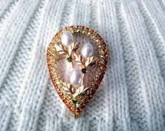 Vintage Brooch faux pearls clear rhinestones gold tone