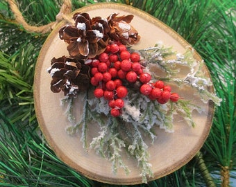 Tree Slice Ornament wih Cedar, Berries and Pinecones - Christmas Ornament, Tree Ornament, wood ornament, wood disc ornament, nature inspired