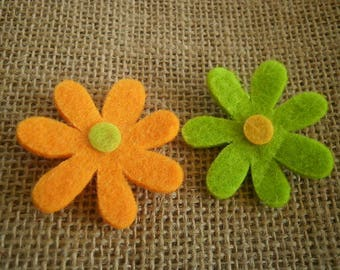 Set of 2 flowers made of felt, green and orange color, size 4.2 cm