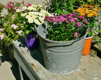 Vintage 8 Qt Galvanized Metal Décor Farm Grain Bucket Planter Pail Think SPRING